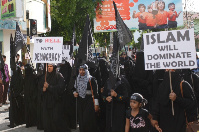 A_public_demonstration_calling_for_Sharia_Islamic_Law_in_Maldives_2014_2